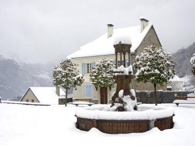 Saint-Savin, village des Pyrénées en hiver